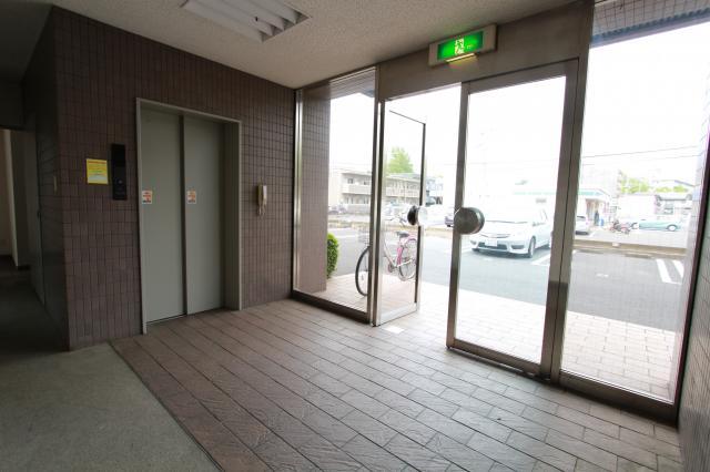 裏入口、エレベーター、共用部分